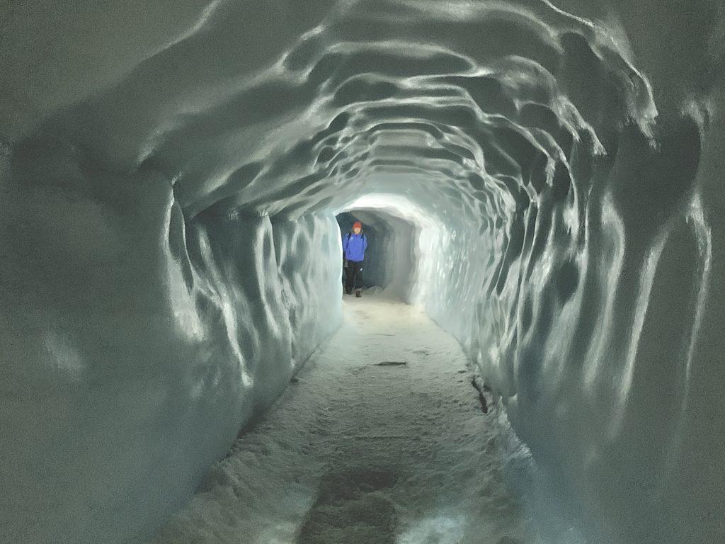 Regen in der Gletscherhöhle.